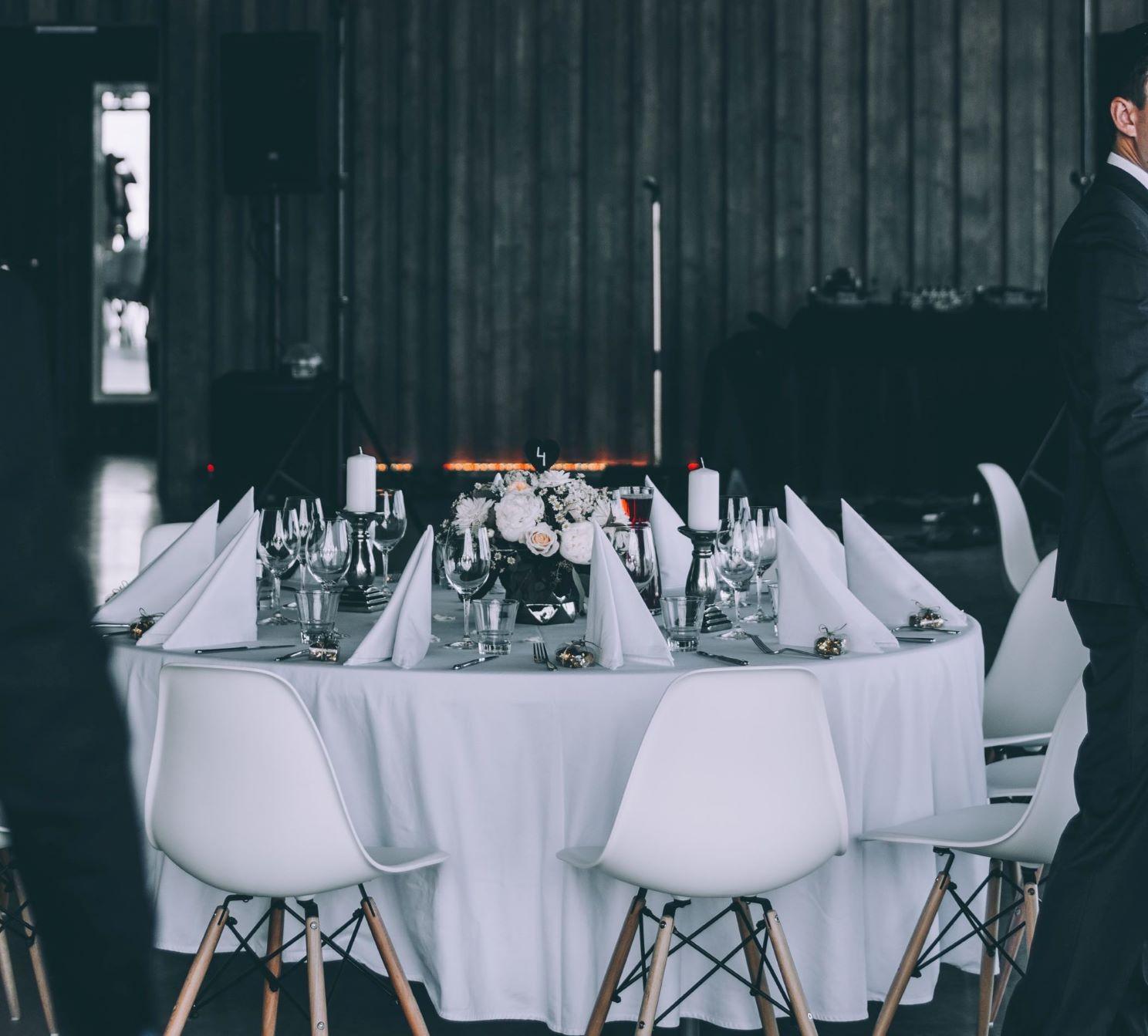 Ein Bild eines dekorierten Partytisches